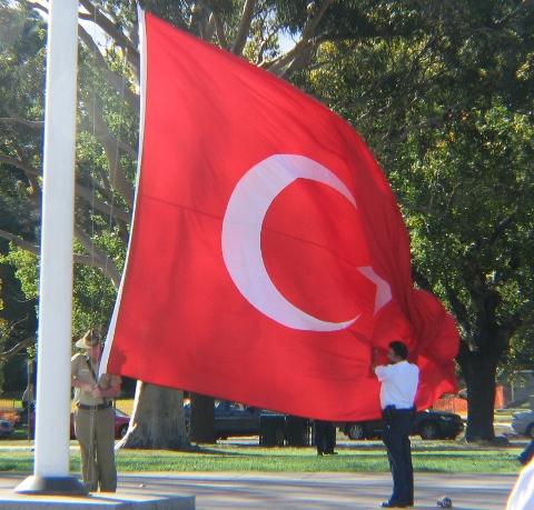 Bayrak Cekilirken